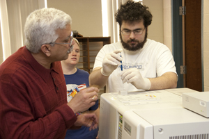 Dr. T.K. Vinod, professor of chemistry, and forensic chemistry major Michael Bordowitz in lab.