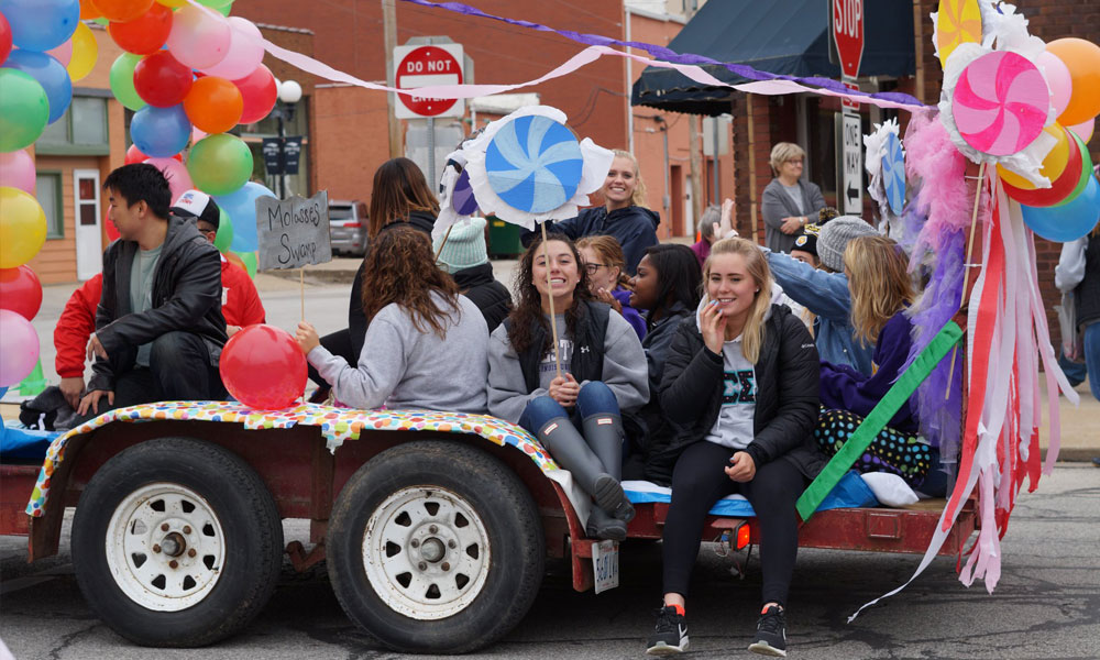 Phi Sigmas: Phi Sigma Sigma on their 2018 Homecoming Float.